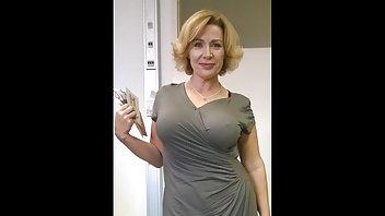 成熟的老板让下属舔她潮湿的阴道