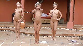 在Pussy的年轻成熟乱搞通过在铸件的黑内裤